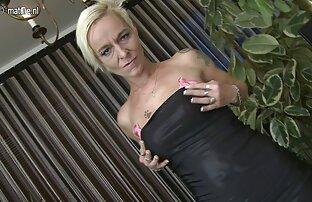 Die Blondine berührte die Stelle mit ihrer Hand und benutzte sie mit Spielzeug sexfilm alte frau