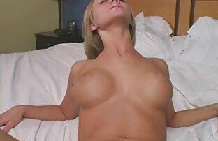 Schöne Blondine wartet auf ein Treffen mit ihrem Liebhaber erotische ältere damen