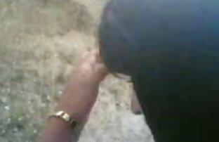 Mann fickt zwei nackte älter frauen junge Mädchen in die Muschi