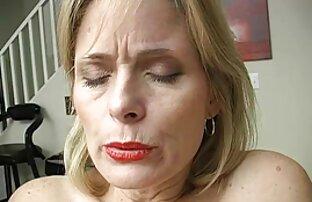Frau, die eine Affäre sexbilder von reifen frauen im Badezimmer, während seine Frau vor der Tür versuchte
