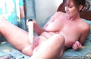 Fetisch reiben penis in Höschen des Mädchens und alte frauen sex endet auf Arsch