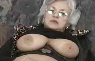 Schneeweißes Bett mit Beinen sexfilme von reifen frauen sehr wild ausgebreitet